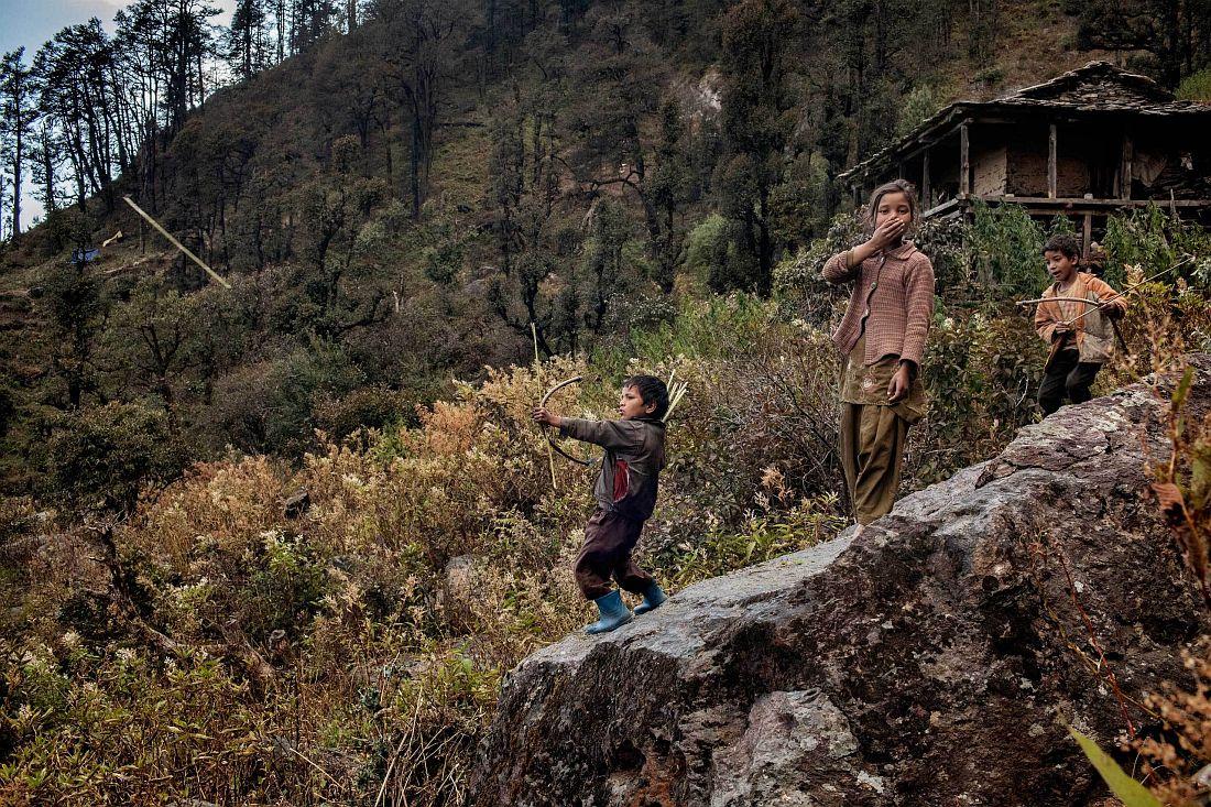 andrea-de-franciscis-himalayas-outlawed-marijuana-fields-12