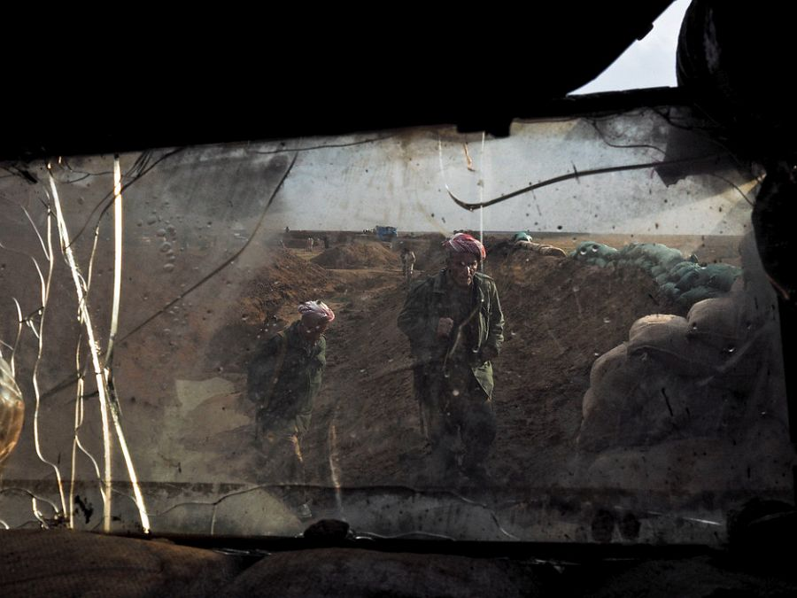 IRAQ. Makhmour. November 27, 2014. Iraqi Kurdish Peshmerga commanders visiting the frontline on the outskirts of Makhmour, a town the Kurds recently recaptured from the Islamic State.