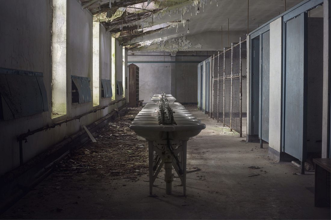 andre-govia-abandoned-planet-22