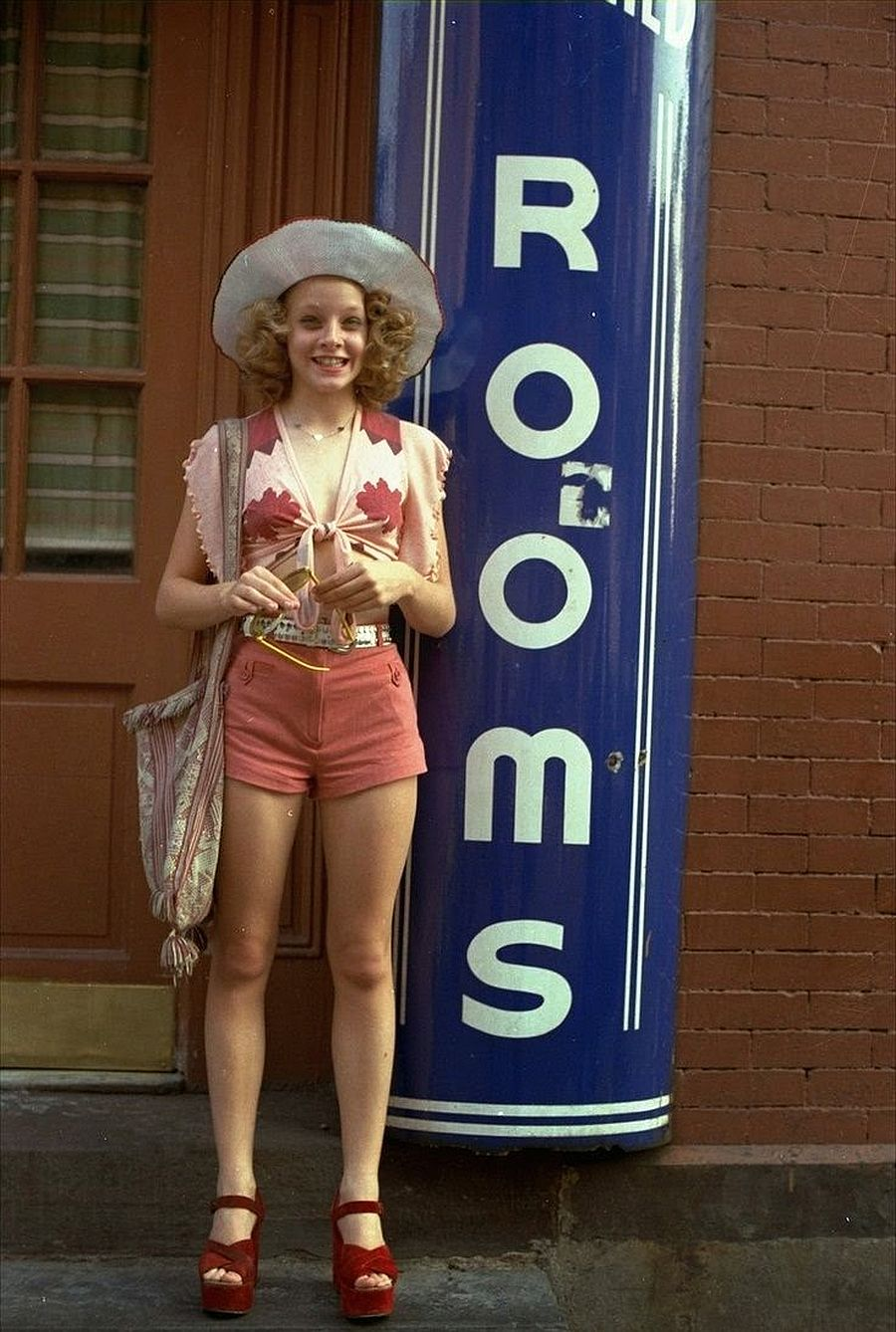 behind-the-scenes-jodie-foster-on-the-set-of-taxi-driver-1976-06