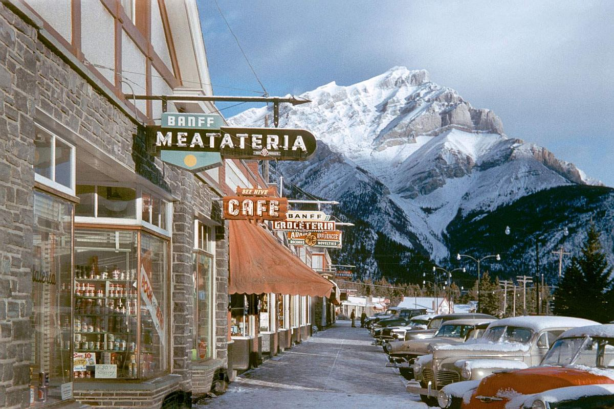 fred-herzog-vancouver-streets-in-1950s-and-1960s-02