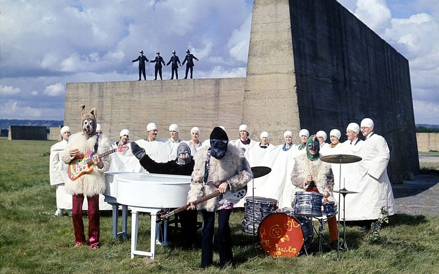 the-beatles-magical-mystery-tour-in-1967-05