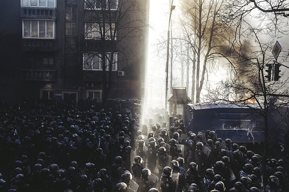 Riot police began to storm Maidan after clashes on Shelkovichna street. Kiev, Feb. 18, 2014. (RUS)Беркут идет штурмом на майдан после столкновения на ул. Шелковчиная.