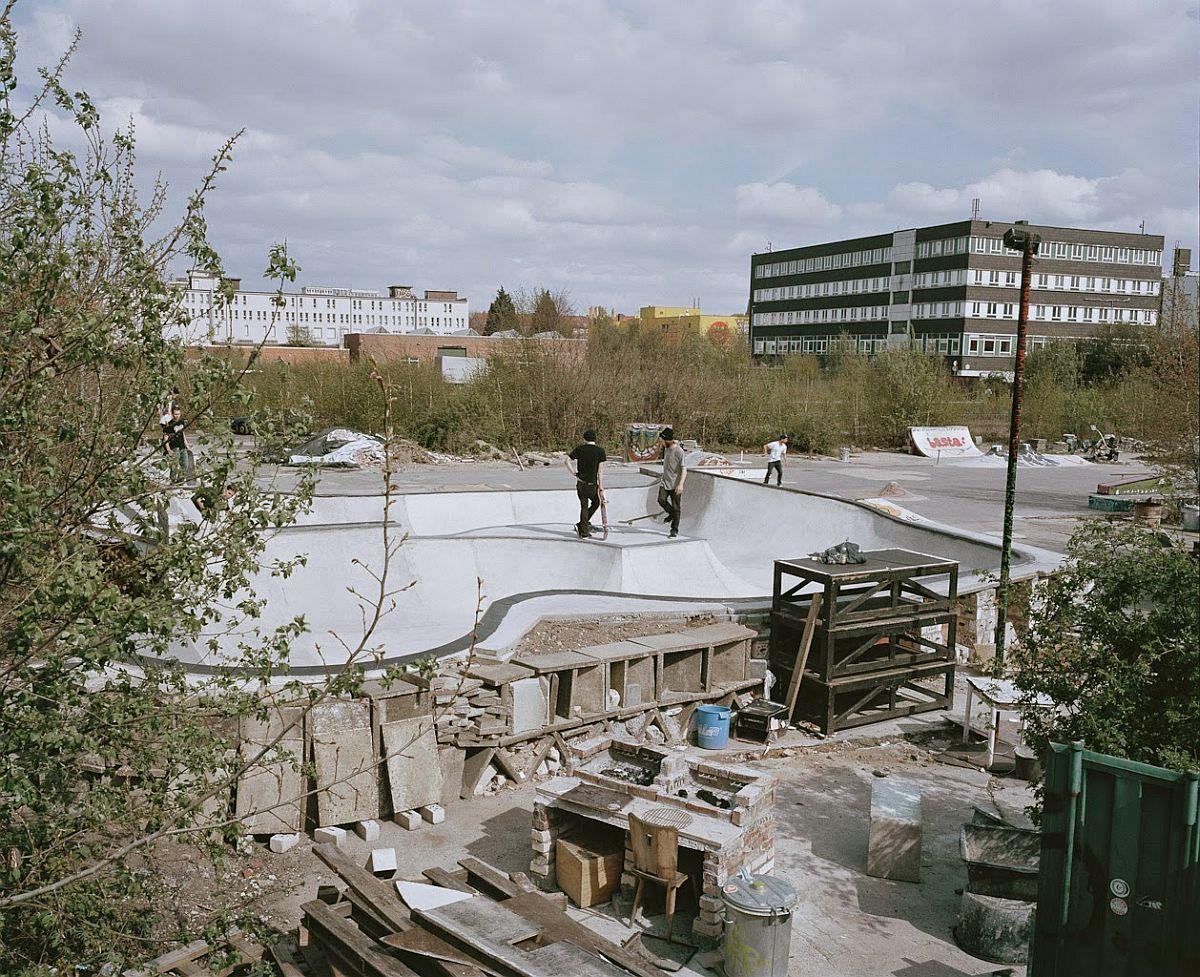 richard-gilligan-diy-underground-skateparks-01