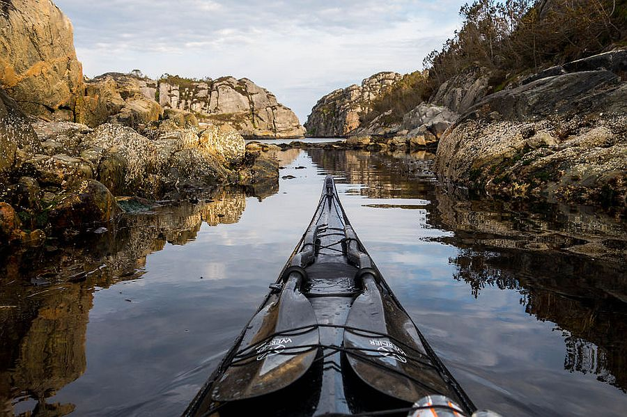 tomasz-furmanek-the-fjords-of-norway-from-the-kayak-seat-04
