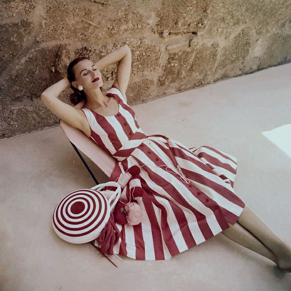 luxury-sunbathing-captured-by-vogue-1940s-and-1950s-01