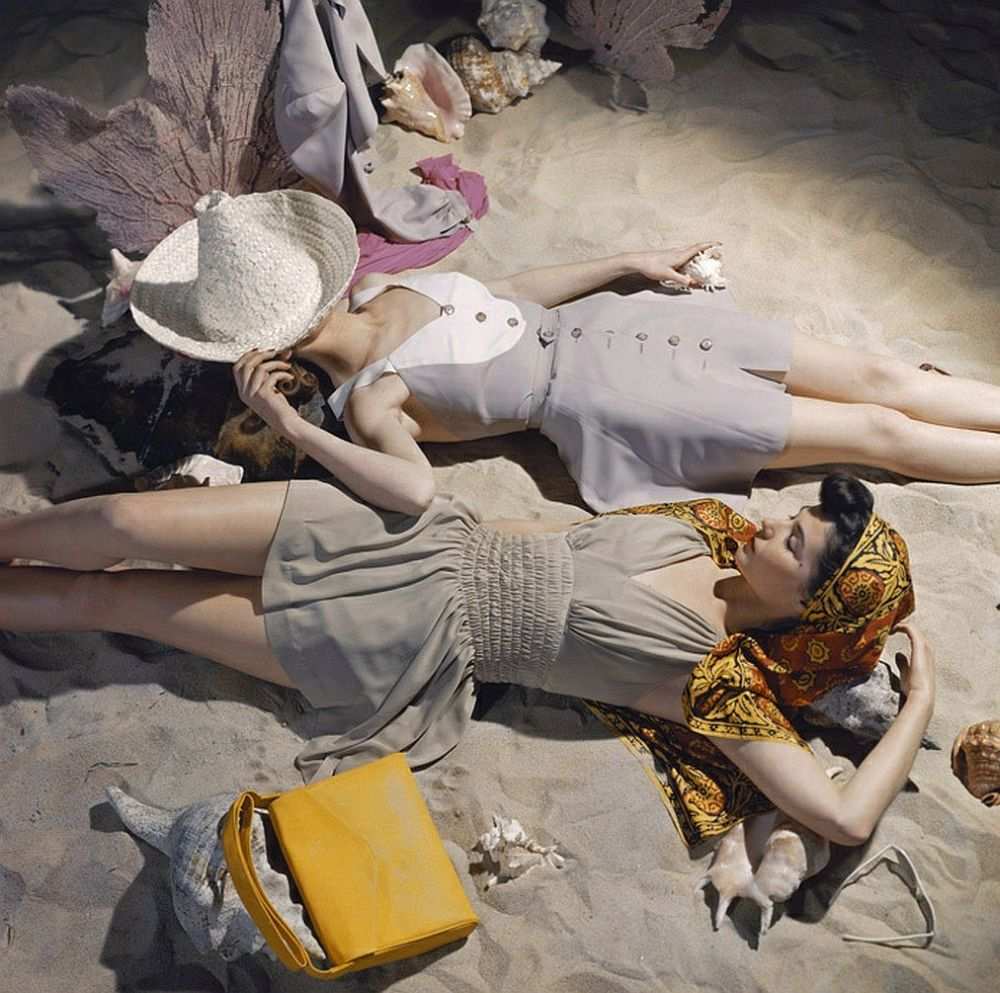 luxury-sunbathing-captured-by-vogue-1940s-and-1950s-03