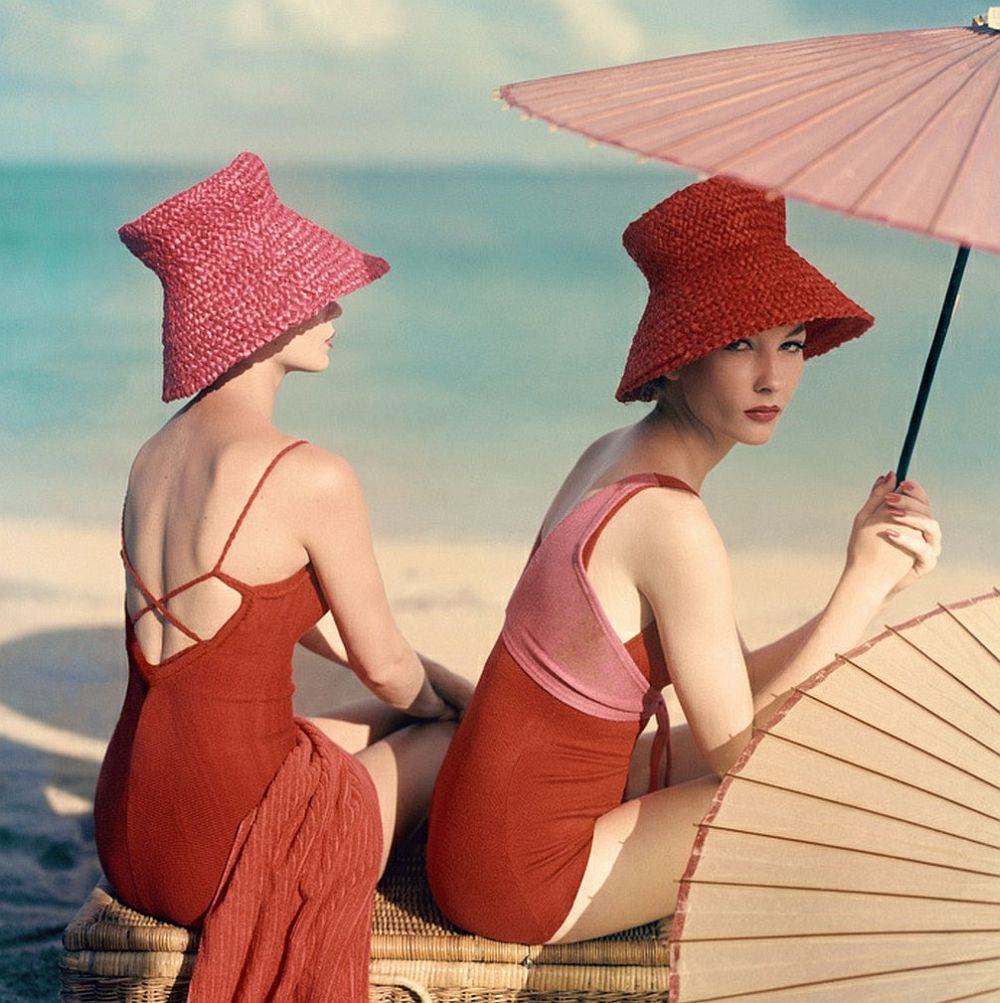 luxury-sunbathing-captured-by-vogue-1940s-and-1950s-06