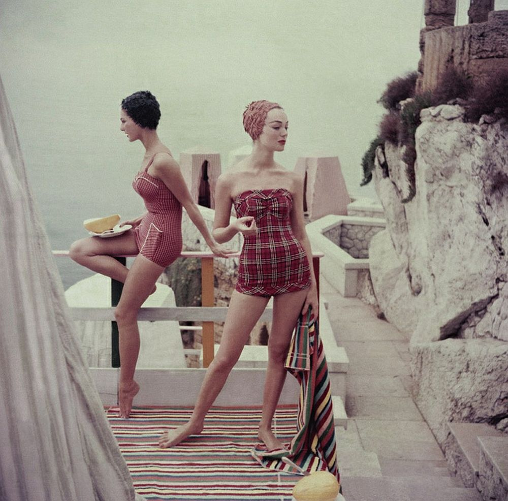 luxury-sunbathing-captured-by-vogue-1940s-and-1950s-08
