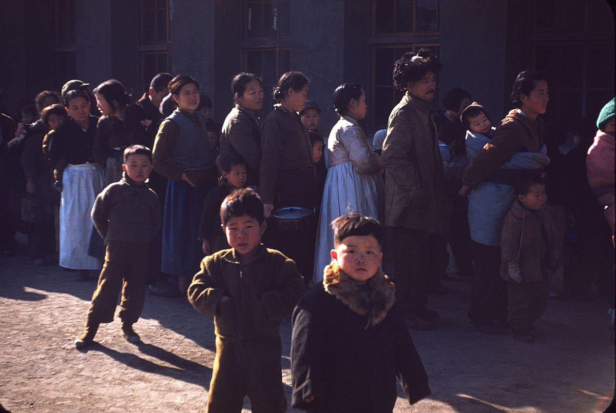 seoul-during-the-winter-korean-war-1952-01