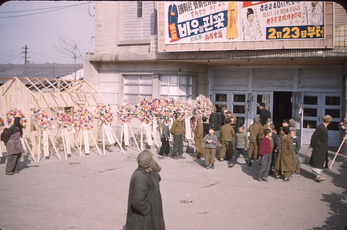 seoul-during-the-winter-korean-war-1952-10
