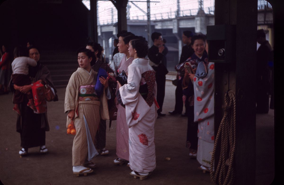 vintage-color-everyday-life-in-japan-from-1949-1951-13