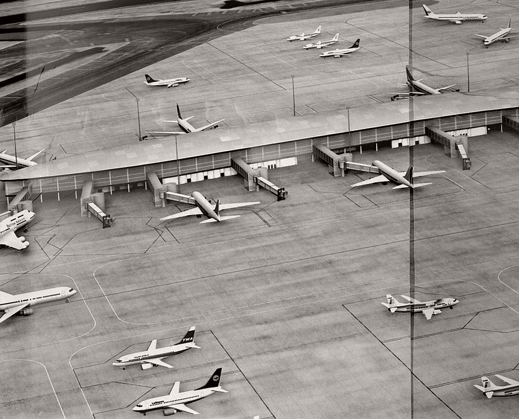 GB. ENGLAND. 2009. Heathrow Airport.