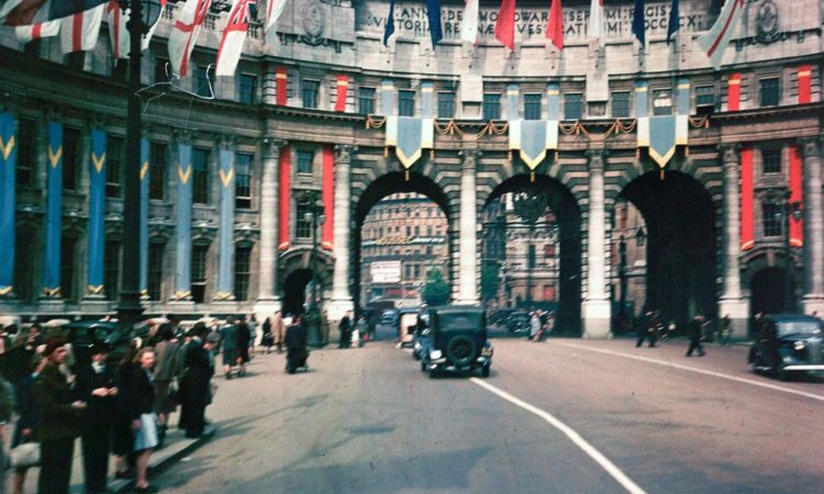 Post-war London in Dufaycolor
