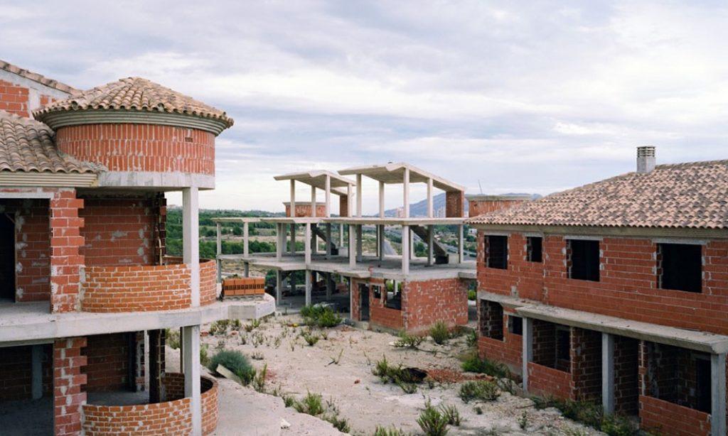 Markel Redondo: Sand Castles